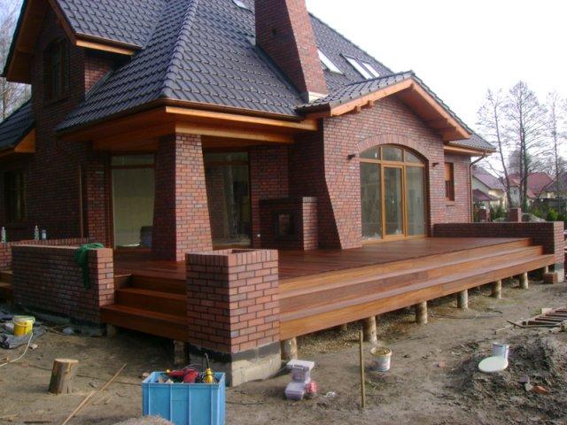 Budowa tarasu z deski tarasowej  przy budynku mieszkalnym - OZIMEK