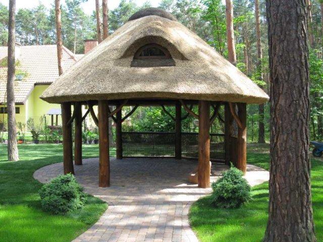 Altana drewniana kryta strzechą Żarki