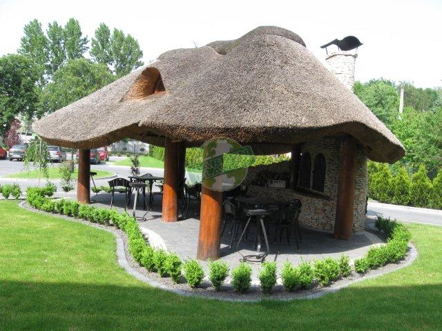 Altana drewniana kryta strzechą Dziedzic