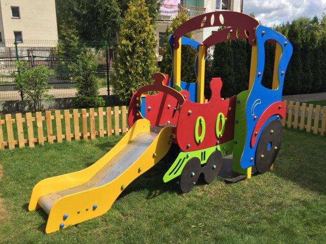 Plac zabaw - lokomotywa ze ślizgiem