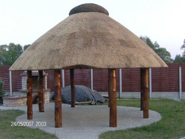 Altana drewniana kryta strzechą Myszków