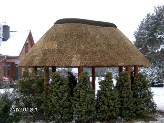 Altana drewniana kryta strzechą Ozimek