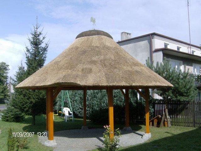 Altana drewniana kryta strzechą Radomsko
