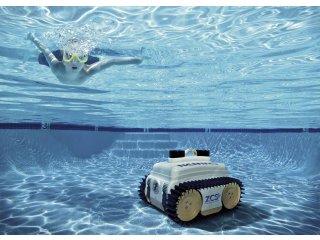 Robot czyszczący baseny